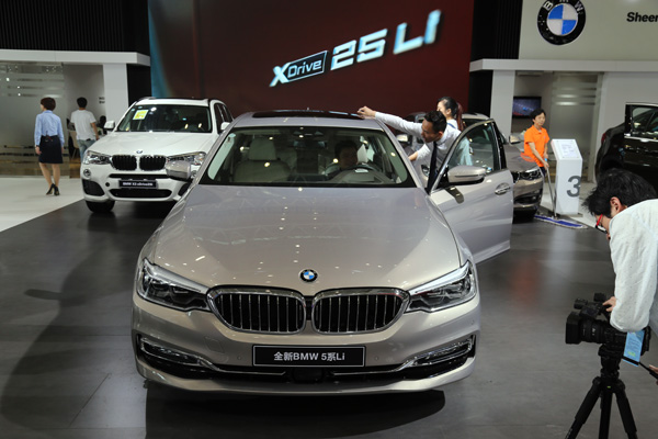 全新BMW 5系Li亮相2017湖南汽车展览会